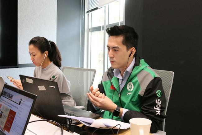 Tân CEO Gojek Việt Nam gây bão mạng vì để lộ góc nghiêng điển trai khi bị chụp lén trong văn phòng : Cao 1m84, nói tiếng Anh như gió, biết chơi nhiều nhạc cụ - Ảnh 1.