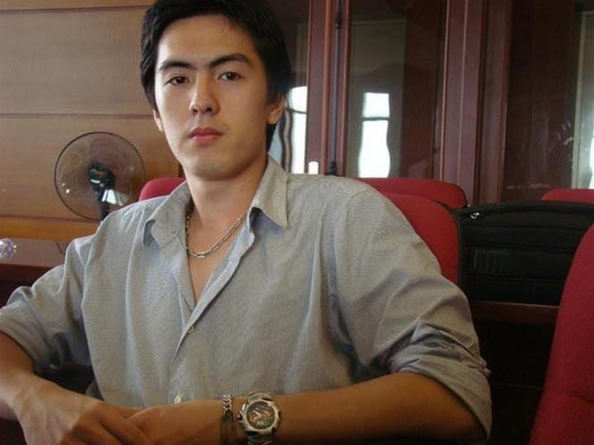 Tân CEO Gojek Việt Nam gây bão mạng vì để lộ góc nghiêng điển trai khi bị chụp lén trong văn phòng : Cao 1m84, nói tiếng Anh như gió, biết chơi nhiều nhạc cụ - Ảnh 4.