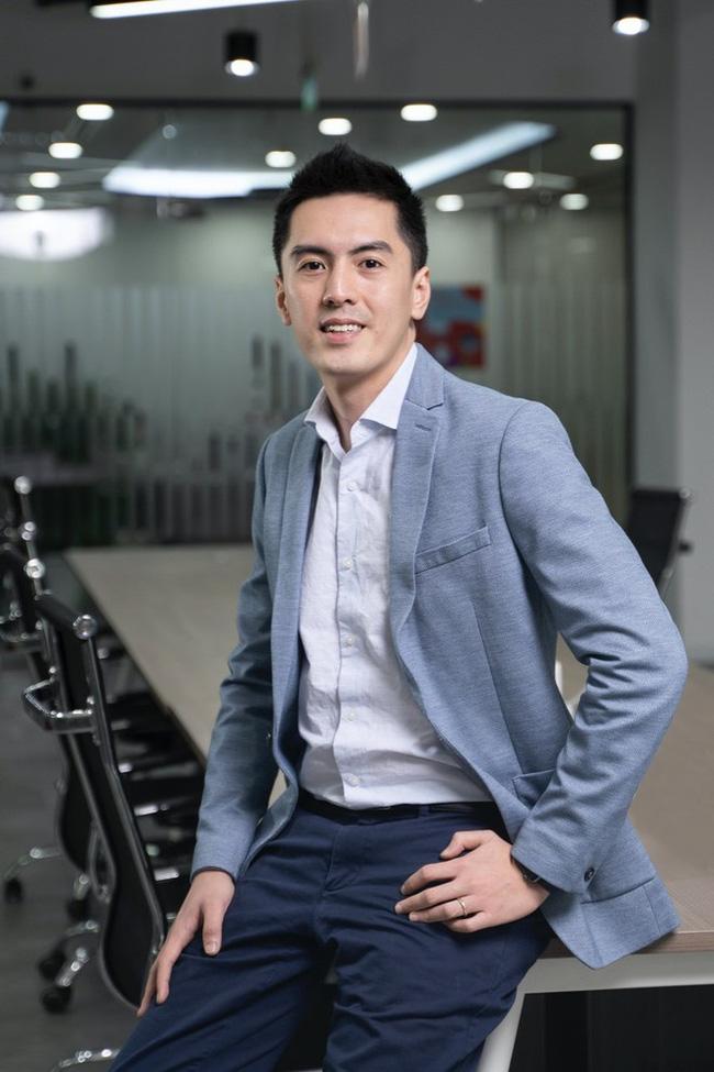 Tân CEO Gojek Việt Nam gây bão mạng vì để lộ góc nghiêng điển trai khi bị chụp lén trong văn phòng : Cao 1m84, nói tiếng Anh như gió, biết chơi nhiều nhạc cụ - Ảnh 3.