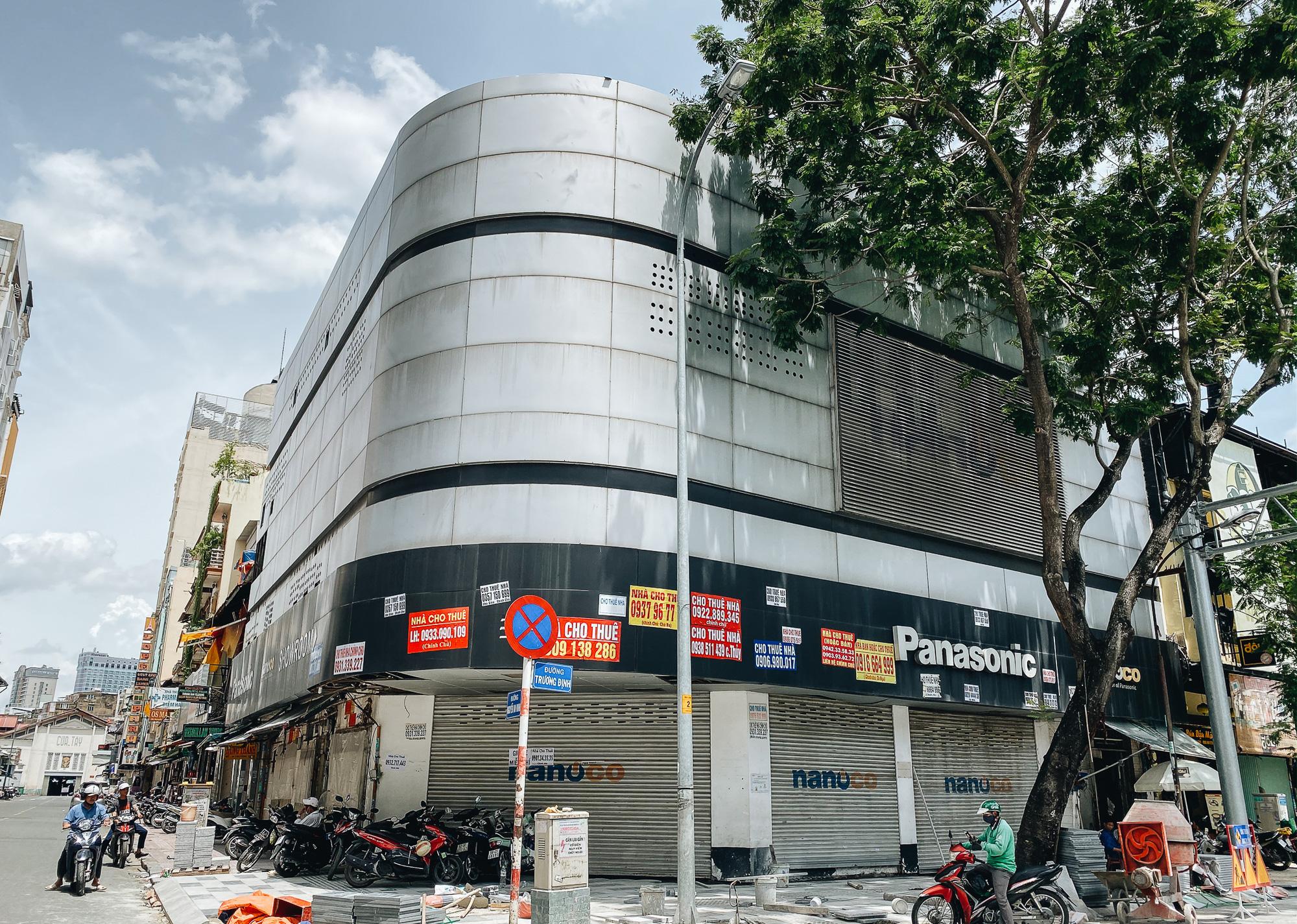 Chùm ảnh: Khách sạn ở trung tâm Sài Gòn ngừng hoạt động, rao bán vì ngấm đòn Covid-19 - Ảnh 1.
