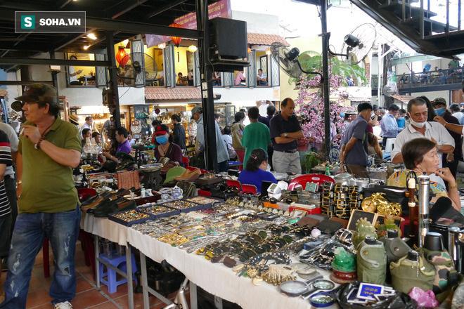 Hàng xách tay từ nước ngoài bị ngưng trệ, dân buôn ở chợ đồ cổ nổi tiếng bậc nhất Sài Gòn đói hàng - Ảnh 6.