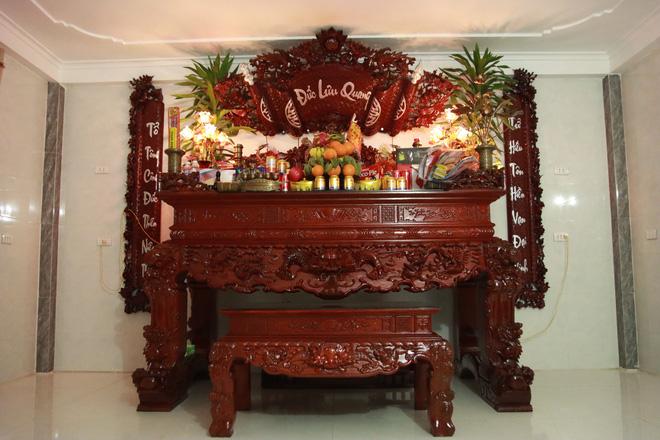 Choáng với ngôi nhà dùng toàn gỗ hương quý hiếm, riêng bộ bàn ghế gỗ Rồng Khay Tứ Linh tốn 800 triệu - Ảnh 11.