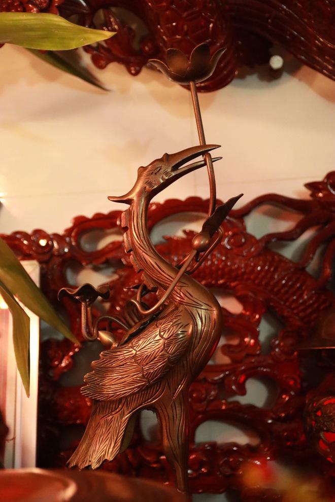 Choáng với ngôi nhà dùng toàn gỗ hương quý hiếm, riêng bộ bàn ghế gỗ Rồng Khay Tứ Linh tốn 800 triệu - Ảnh 15.