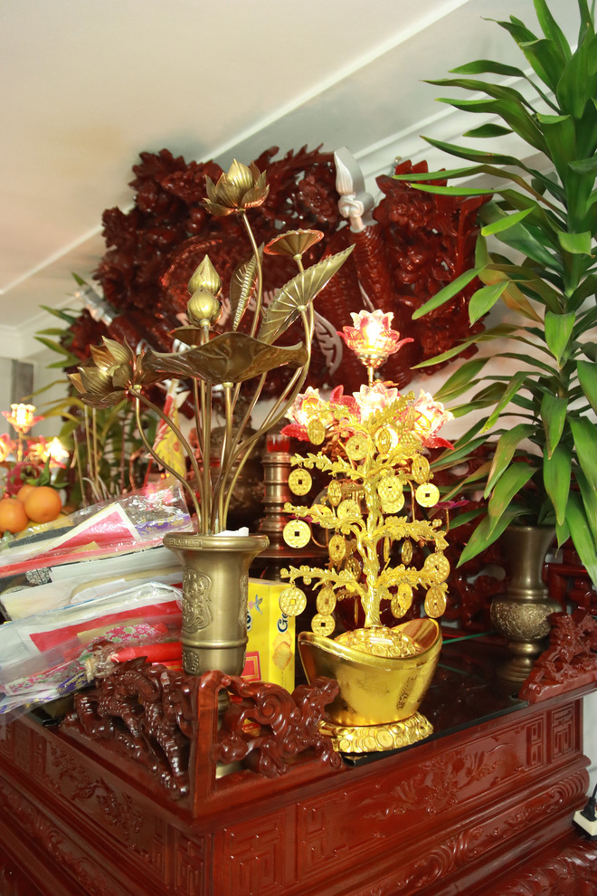 Choáng với ngôi nhà dùng toàn gỗ hương quý hiếm, riêng bộ bàn ghế gỗ Rồng Khay Tứ Linh tốn 800 triệu - Ảnh 17.