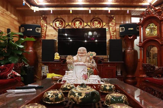 Choáng với ngôi nhà dùng toàn gỗ hương quý hiếm, riêng bộ bàn ghế gỗ Rồng Khay Tứ Linh tốn 800 triệu - Ảnh 6.
