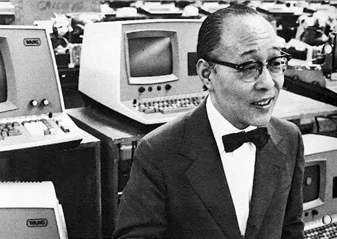 Ông vua máy tính gốc Hoa khiến IBM khiếp sợ, suýt vùi dập Bill Gates từ trứng nước: Từng là cơn ác mộng của giới công nghệ Mỹ, cuối đời lại mất sạch vì sai lầm bảo thủ - Ảnh 1.