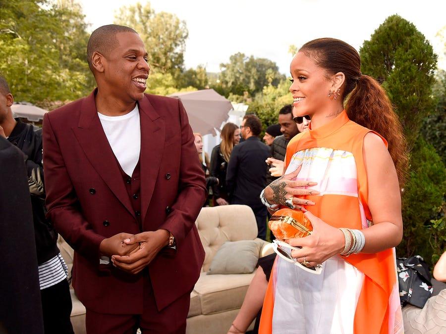 Tỷ phú đô la ở tuổi 33 - Rihanna: Tuổi thơ cùng cực, vụt sáng thành sao nhưng đi hát bao năm cũng không kiếm khủng bằng buôn mỹ phẩm, đồ lót và tậu bất động sản - Ảnh 5.