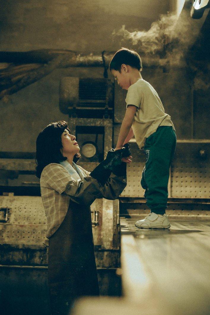 """Người mẹ """"chạy"""" cùng đứa con khuyết tật, vượt muôn ngàn cay đắng, 3 lần phá kỷ lục thế giới: Không được dùng sức để khóc mà để chạy. Hãy nhìn mẹ, chạy đi - Ảnh 1."""