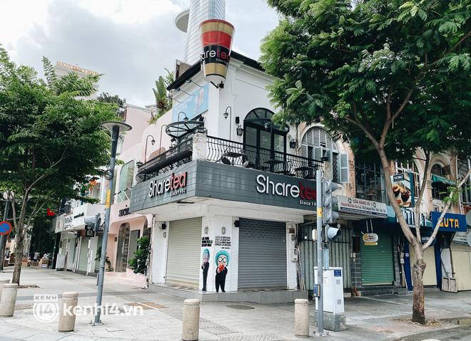 Ảnh: Nhiều quán cafe nổi tiếng, cơm tấm Sài Gòn vẫn trong tình trạng ngủ đông dù được bán mang về - Ảnh 1.