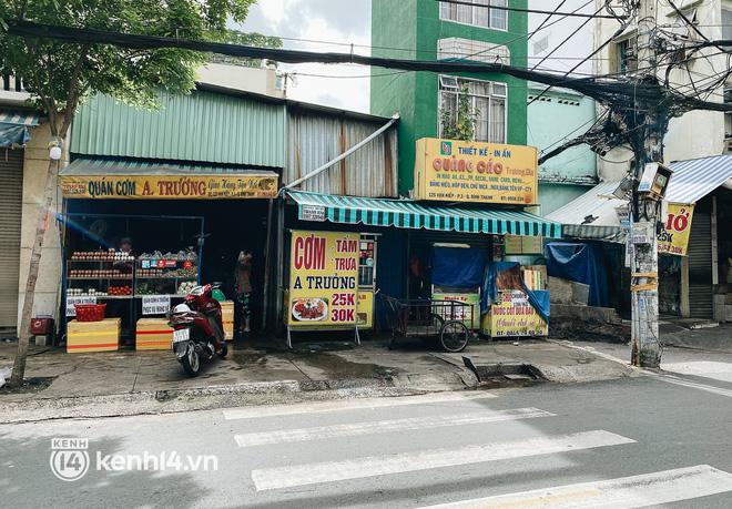 Ảnh: Nhiều quán cafe nổi tiếng, cơm tấm Sài Gòn vẫn trong tình trạng ngủ đông dù được bán mang về - Ảnh 13.