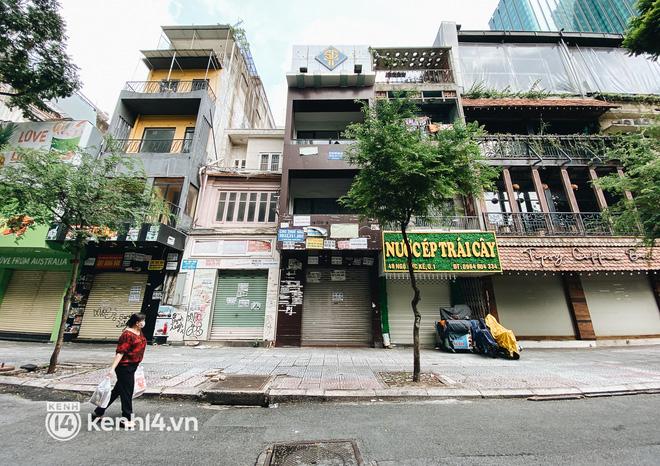 Ảnh: Nhiều quán cafe nổi tiếng, cơm tấm Sài Gòn vẫn trong tình trạng ngủ đông dù được bán mang về - Ảnh 3.