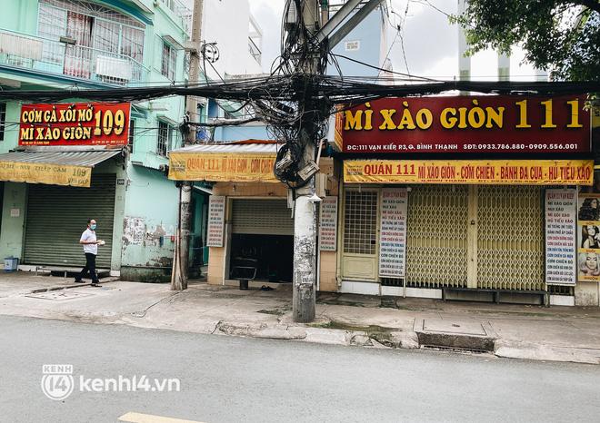 Ảnh: Nhiều quán cafe nổi tiếng, cơm tấm Sài Gòn vẫn trong tình trạng ngủ đông dù được bán mang về - Ảnh 8.