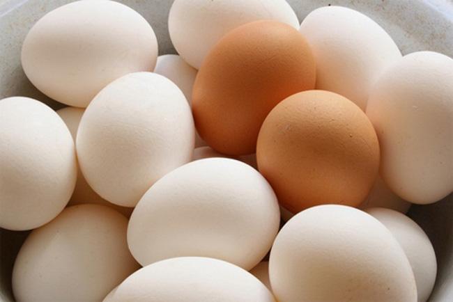 Trứng gà giả làm từ cao su gây xôn xao Tiktok: Chuyên gia nói gì? - Ảnh 4.