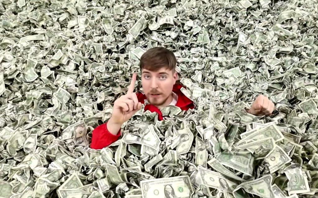 YouTuber chịu chi nhất thế giới tiết lộ mỗi năm dùng hết 48 triệu USD để làm video - Ảnh 1.