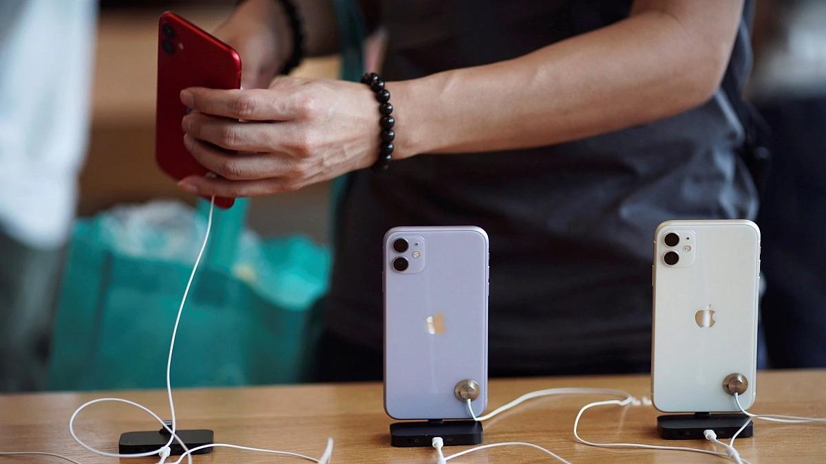 Không khuyến mại cũng chẳng giảm giá cả tháng nay, chuyện gì đang xảy ra với thị trường iPhone? - Ảnh 2.