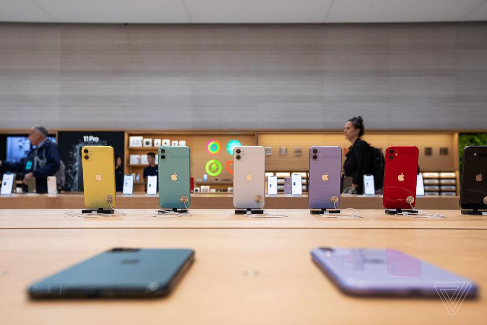 Không khuyến mại cũng chẳng giảm giá cả tháng nay, chuyện gì đang xảy ra với thị trường iPhone? - Ảnh 1.