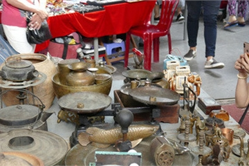 """Dân buôn ở chợ đồ cổ nổi tiếng bậc nhất Sài Gòn """"đói hàng"""""""