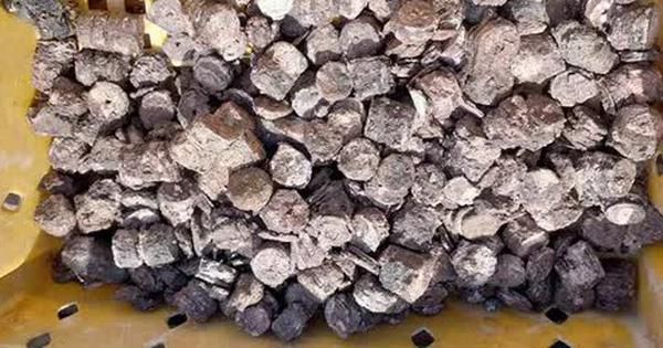 3 ngư dân bất ngờ phát hiện 'kho báu' kim loại dưới đáy biển Quảng Bình