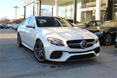 Hàng trăm nghìn xe Mercedes-Benz bị triệu hồi vì nguy cơ gãy giảm xóc