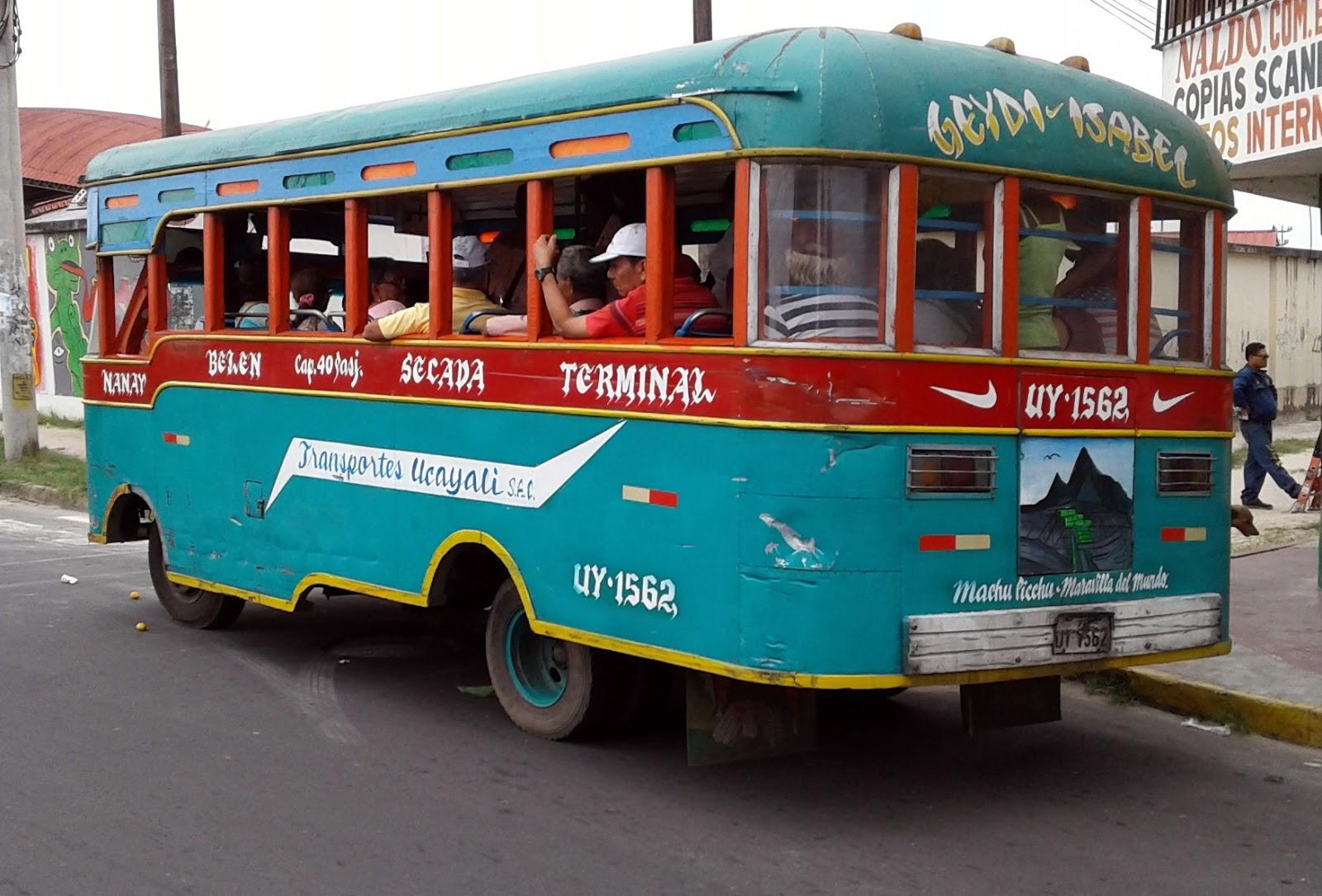 Những chiếc xe buýt không kính lái ở Iquitos
