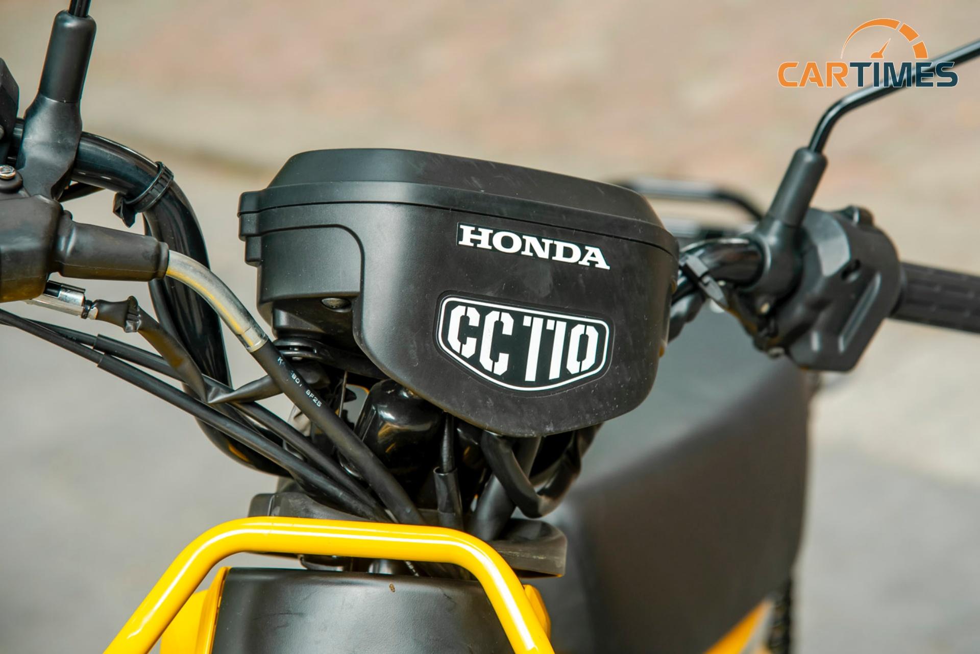 Phần đầu xe Honda Cross Cub với logo CC110