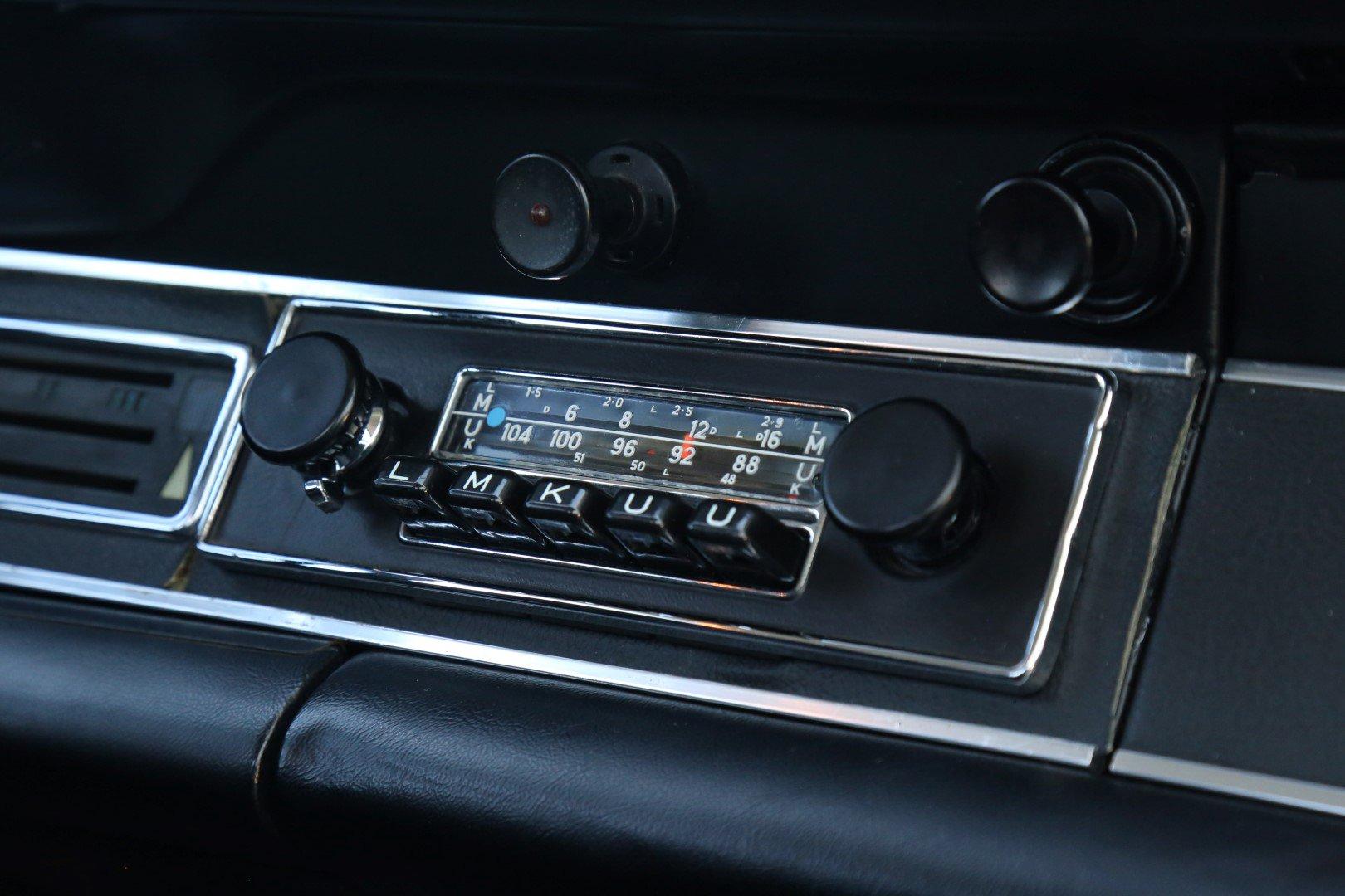 Nút điều chỉnh trên xe Porsche 911 Carrera RS 2.7 1973