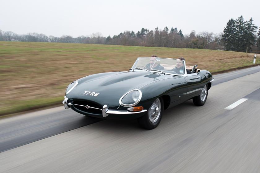 Rẻ hơn 1 nửa so với Ferrari nhưng Jaguar E-Type lại có thiết kế và công suất tương đương