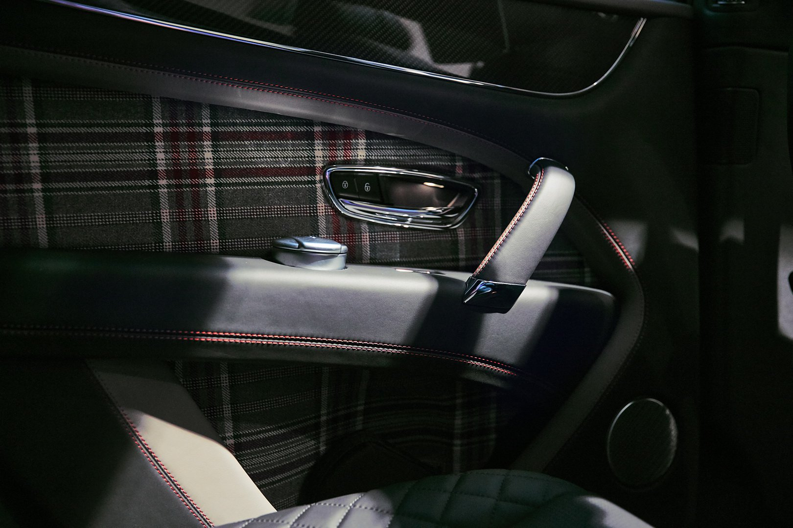 Vải Jack Barclay trên xe Bentley Bentayga