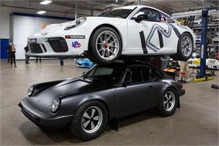 Porsche 911 Carrera cõng được cả xe đời mới
