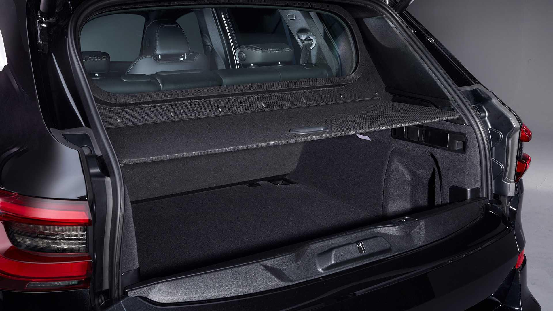 Cốp sau xe BMW Protection VR6 lắp thêm kính chống đạn