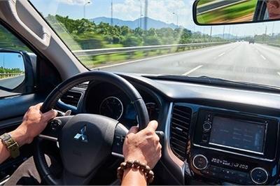 Cách xử lý những sự cố bất ngờ khi lái xe trên đường