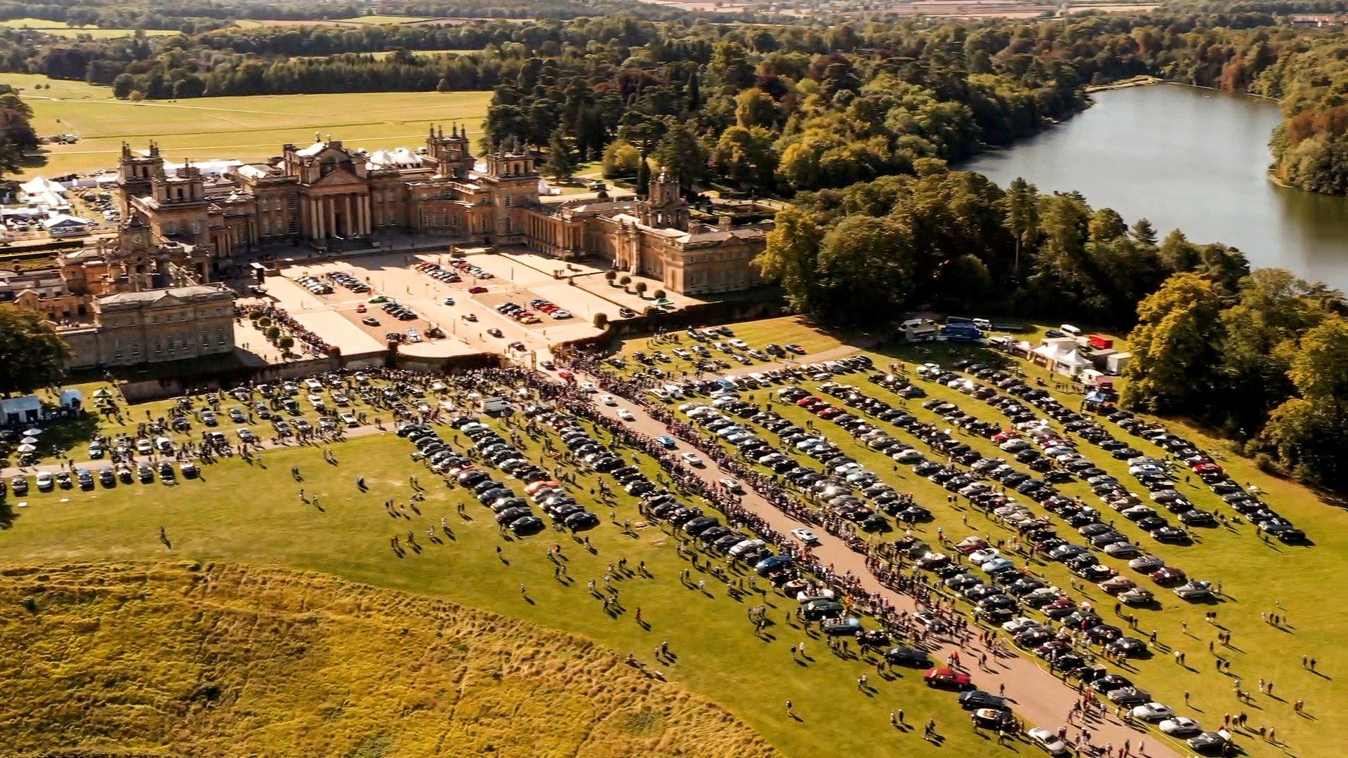 Hơn 1 nghìn chiếc Bentley từ cổ đến hiện đại tụ họp