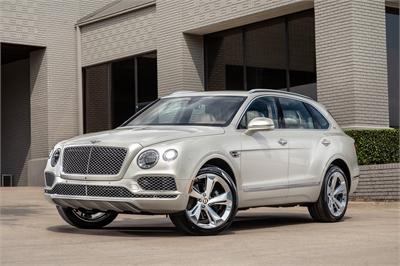 """Bentley Bentayga ra mắt phiên bản dành cho cao bồi miền Tây, nội thất đặc biệt bọc da """"lạ"""""""