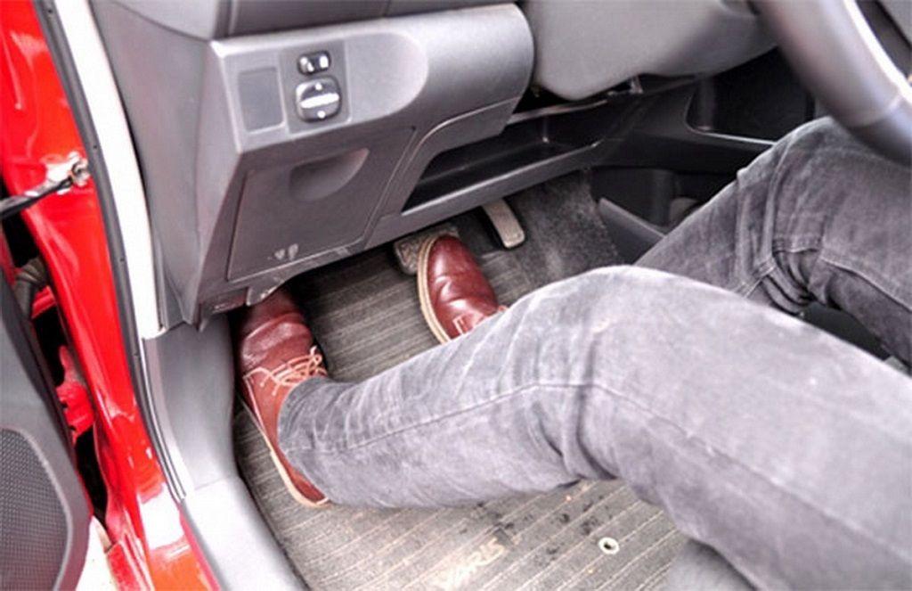 chân ga chân phanh