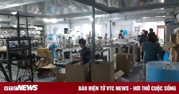 Cảnh sản xuất khẩu trang lộn xộn, nghi kém chất lượng ở Bắc Ninh