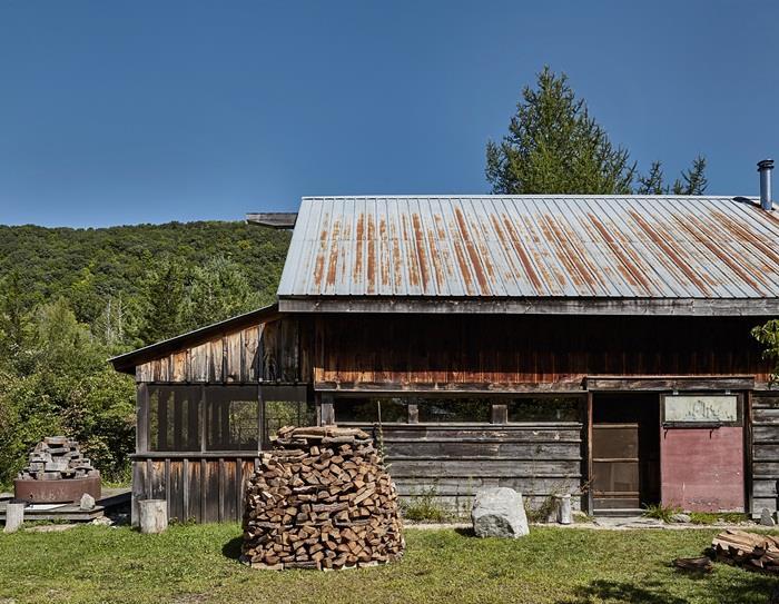 Chuồng bò được cải tạo thành ngôi nhà đẹp thơ mộng - 1