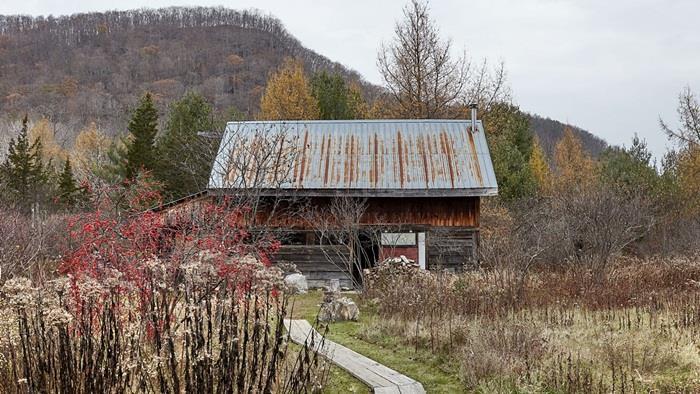 Chuồng bò được cải tạo thành ngôi nhà đẹp thơ mộng - 2