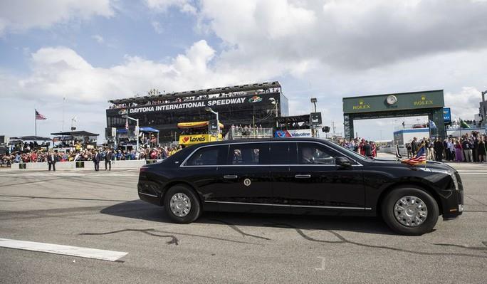Chi tiết về 'quái thú' của Tổng thống Trump trên đường đua Daytona 500 - 1