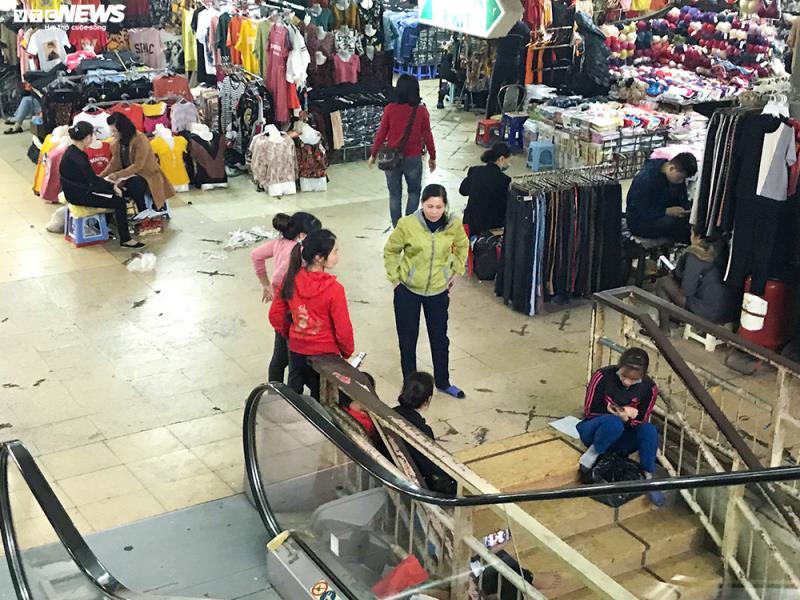 'Đói' hàng, vắng khách, tiểu thương chợ Đồng Xuân chỉ bán hàng nửa buổi - 6