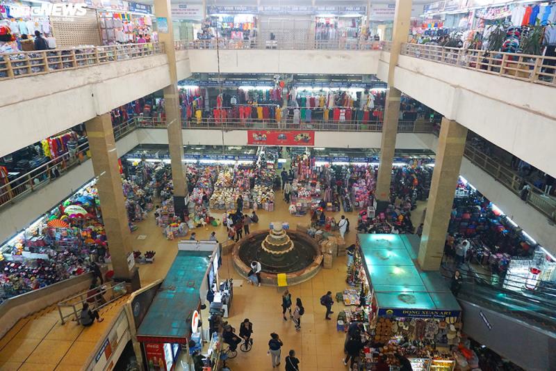 'Đói' hàng, vắng khách, tiểu thương chợ Đồng Xuân chỉ bán hàng nửa buổi - 2