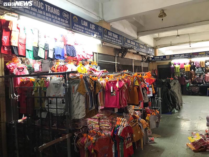 'Đói' hàng, vắng khách, tiểu thương chợ Đồng Xuân chỉ bán hàng nửa buổi - 9
