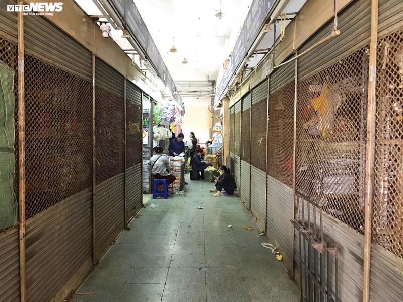 'Đói' hàng, vắng khách, tiểu thương chợ Đồng Xuân chỉ bán hàng nửa buổi - 7