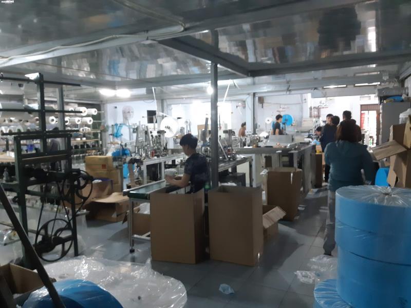 Ảnh: Cảnh sản xuất khẩu trang lộn xộn, nghi kém chất lượng ở Bắc Ninh - 15