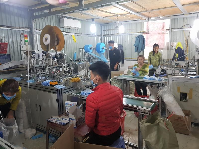 Ảnh: Cảnh sản xuất khẩu trang lộn xộn, nghi kém chất lượng ở Bắc Ninh - 8