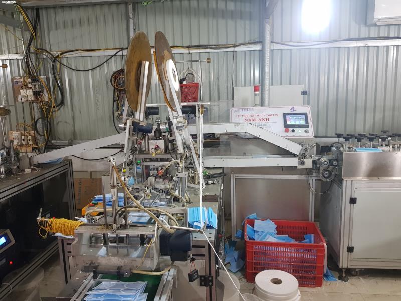 Ảnh: Cảnh sản xuất khẩu trang lộn xộn, nghi kém chất lượng ở Bắc Ninh - 13