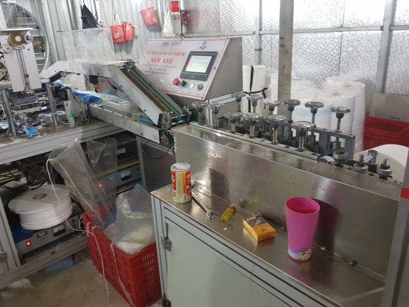 Ảnh: Cảnh sản xuất khẩu trang lộn xộn, nghi kém chất lượng ở Bắc Ninh - 9