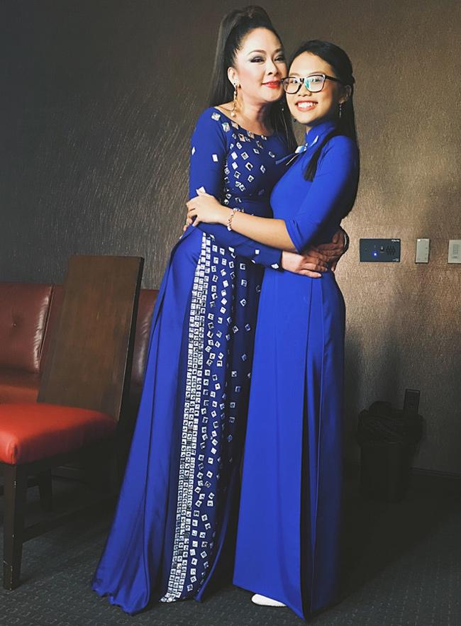 Trong thời gian 6 năm qua, Phương Mỹ Chi được đi lưu diễn ở Mỹ, được gặp thần tượng là nữ ca sĩ Như Quỳnh.