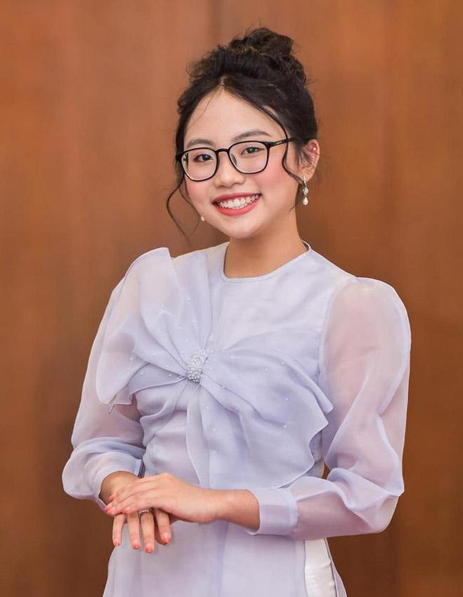 Chính vì vậy trong 6 năm gắn bó với công ty của Quang Lê, sự nghiệp của Phương Mỹ Chi phát triển vượt trội, từ cát-xê 20-30 triệu đồng đã tăng lên 6.000 USD khi đi lưu diễn ở hải ngoại.