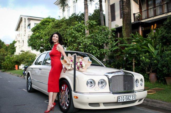 Hoa hậu Hà Kiều Anh còn sở hữu chiếc xế hộpBentley sang trọng và đắt đỏ.