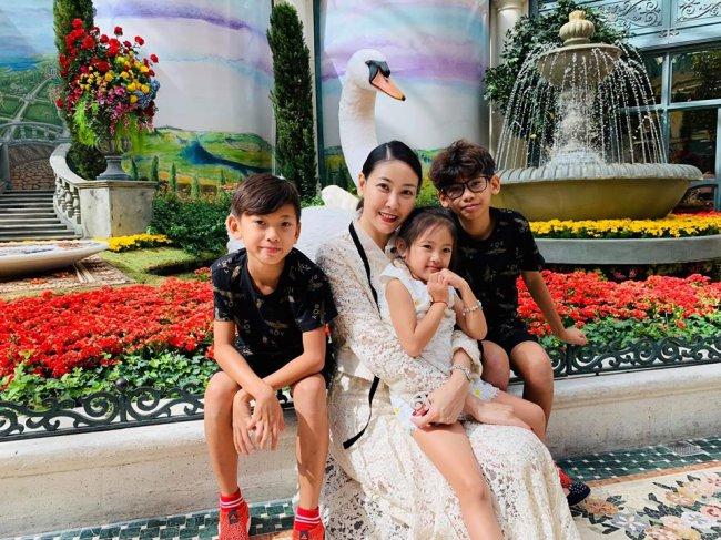 Gia đình Hoa hậu thường xuyên có những chuyến du lịch ở nhiều nơi trên thế giới.